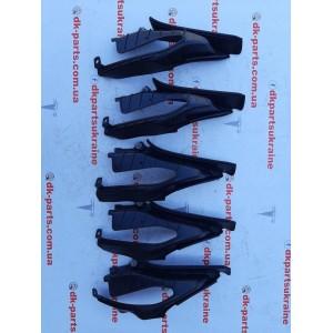 9 Накладка (защита) резиновая петли капота правая new 1064603-00-C