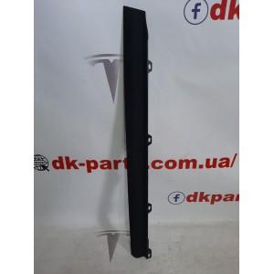 5 Облицовка межсекционная двери задней правой, алькантара чёрная 1051556-04-C