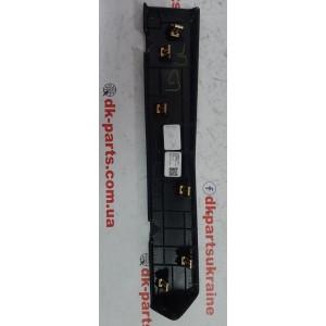 32 Накладка нижняя бардачка (чёрная кожа) 1002301-21-B