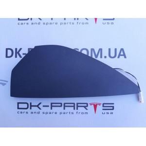 15 Накладка  торпеды боковая левая c антенной пассивного открытия автомобиля 1028357-00-A
