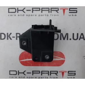 8 Крепление переднего бампера левое внутреннее (бампер/фара) новый 1061331-00-B