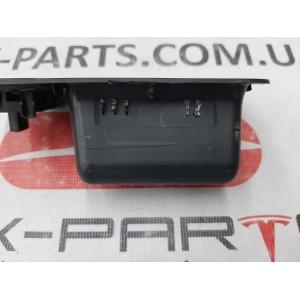 7 Ручка внутренняя закрытия крышки багажника (с кнопкой закрытия) правая сторона 1009264-00-E