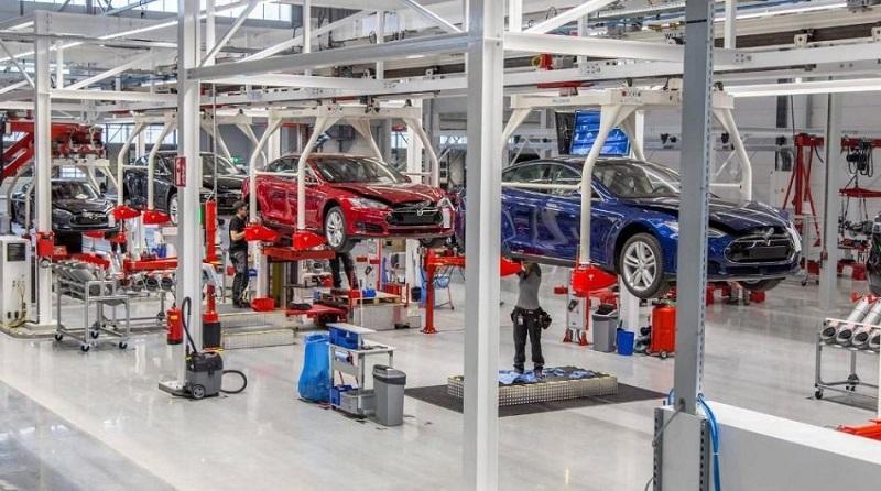 Model S Long Range Plus перший в світі 400-мильний електромобіль на Тесла