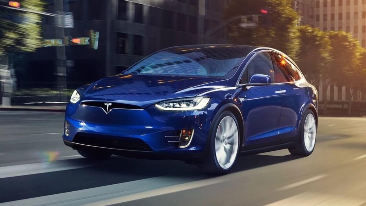 Автомобили Tesla в Украине