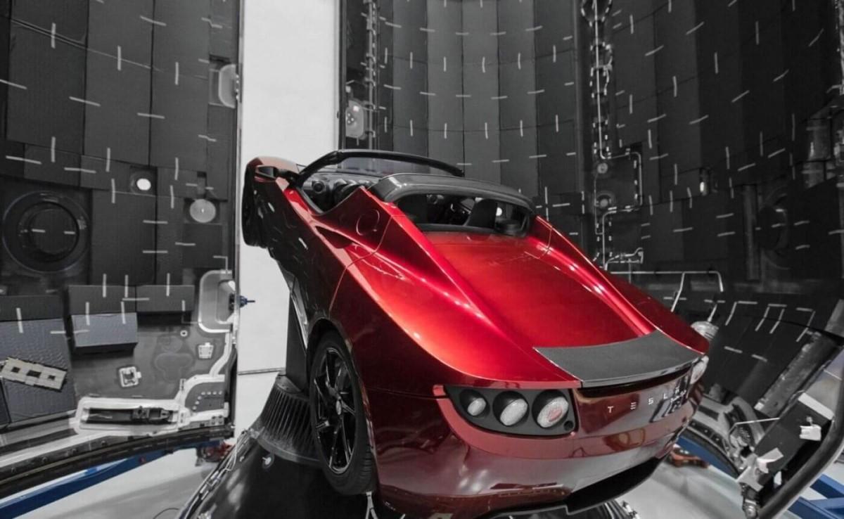 Tesla Roadster - первый автомобиль побывавший в космосе